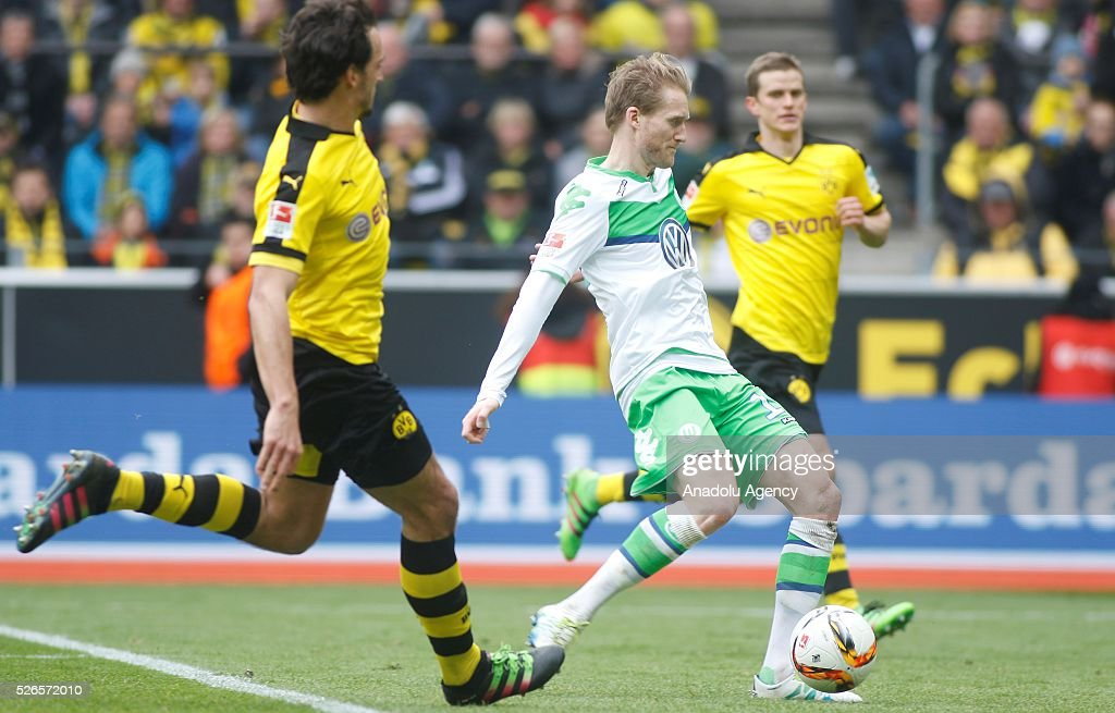 VfL Wolfsburg's Andre Schuerrle (C) scores a goal during their Bundesliga soccer match between Borussia Dortmund and VfL Wolfsburg at the Signal-Iduna stadium in Dortmund, Germany on April 30, 2016.