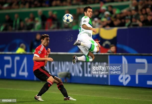 VfL Wolfsburg's Vieirinha and Manchester United's Matteo Darmian battle for the ball