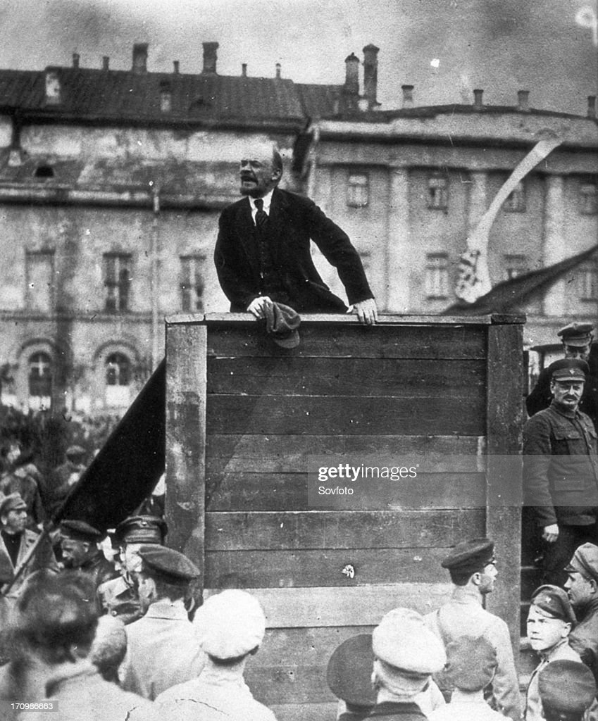 V,i, lenin speaking to red army troops leaving for the front (civil war period), sverdlov square, moscow, may 5th 1920, leon trotsky is standing on the stairs on the right.