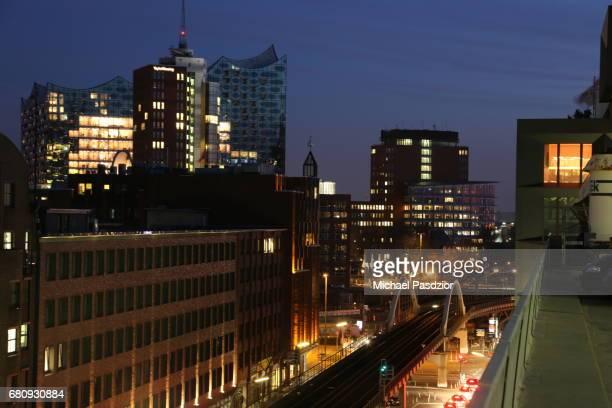 Viaduct and Elbphilharmonie at dusk
