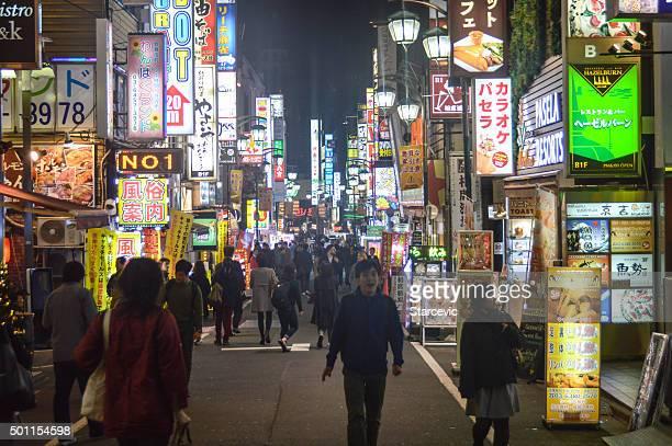 活気あふれる新宿区の東京,日本