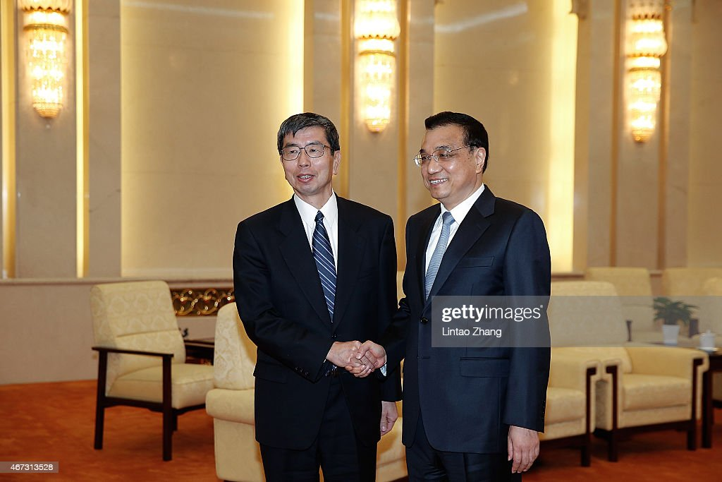 Vice Premier <a gi-track='captionPersonalityLinkClicked' href=/galleries/search?phrase=Li+Keqiang&family=editorial&specificpeople=2481781 ng-click='$event.stopPropagation()'>Li Keqiang</a> of China (R) shakes hands with Asian Development Bank (ADB) president <a gi-track='captionPersonalityLinkClicked' href=/galleries/search?phrase=Takehiko+Nakao&family=editorial&specificpeople=10510436 ng-click='$event.stopPropagation()'>Takehiko Nakao</a> (L) inside the Great Hall of the People in Beijing on March 23, 2015 in Beijing, China. China Development Forum on 2015 March 21 - March 23, held in the Diaoyutai State Guesthouse in Beijing, the theme of the forum is 'China's economy under the new normal.'