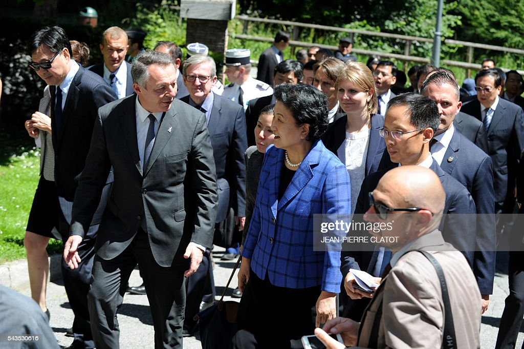 Vice Premier of China, Liu Yandong (C) and French Minister for Sports Thierry Braillard (L) visit the city of Chamonix Mont-Blanc on June 29, 2016, as part of Liu Yandong's visit to sign a cooperation agreement on winter sports. / AFP / JEAN