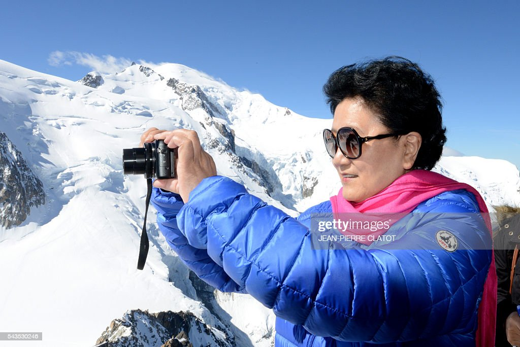 Vice Premier of China, Liu Yandong takes photos with the Mont-Blanc peak in background, during her visit on June 29, 2016 at the top of the Aiguille du Midi mountain above Chamonix, French Alps. / AFP / JEAN