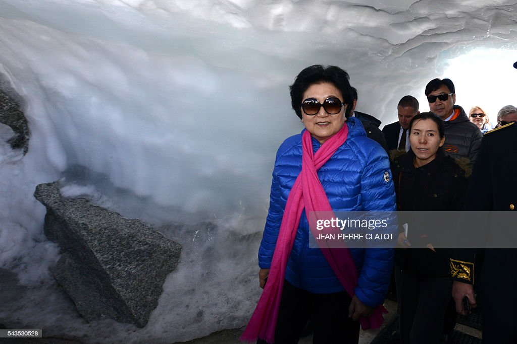 Vice Premier of China, Liu Yandong visits on June 29, 2016 the top of the Aiguille du Midi mountain above Chamonix, French Alps. / AFP / JEAN