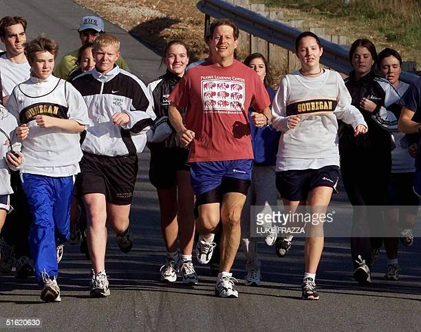 Vice President Al Gore a Democratic candidate for US President jogs with the Souhegan High School cross country team in Bedford New Hampshire 27...