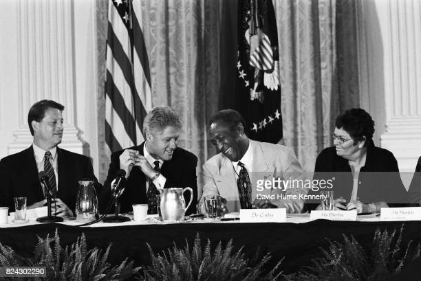Vice President Al Gore President Bill Clinton Bill Cosby and TV journalist Linda Ellerbee at a discussion on how to improve the quantity and quality...