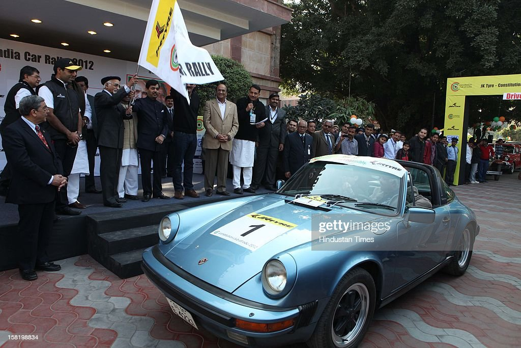 Vice President Hamid Ansari flagging off Vintage car rally organised by the JK Tyre and Constitution Club of India on December 8, 2012 in New Delhi, India.