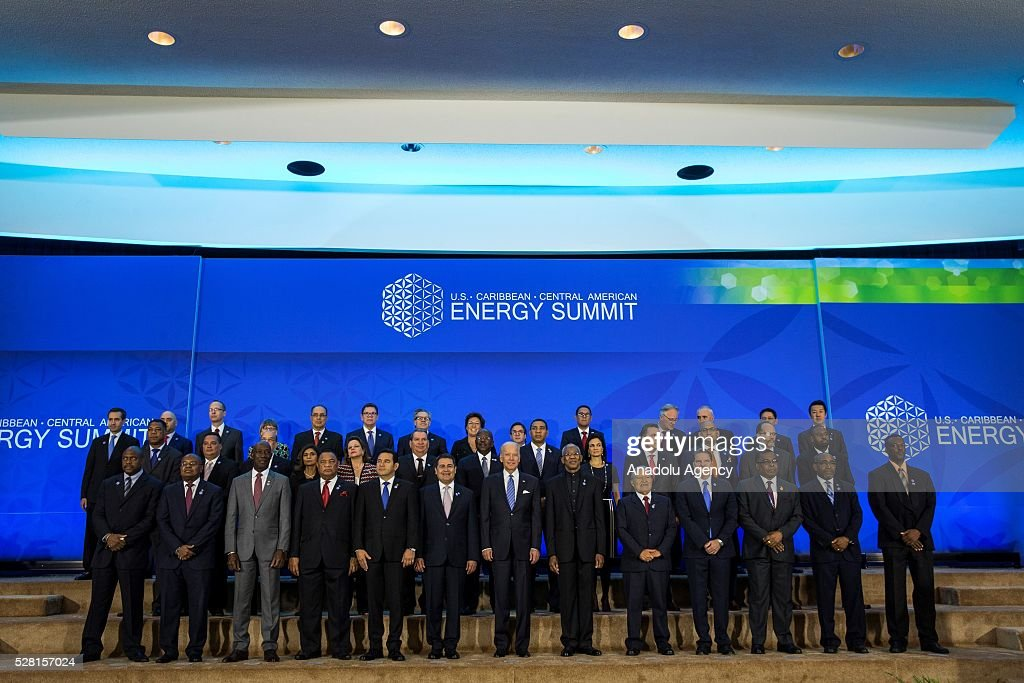 Vice President Joe Biden (C) and 25 other world leaders gather for a family photo at the beginning of the U.S., Caribbean, and Central America Energy Summit at the Department of State in Washington, USA on May 4, 2016.
