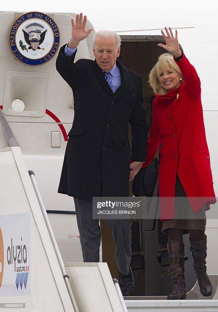 US Vice President Joe Biden and his wife Jill wave as they walk out of Air Force Two upon arrival at the Orly airport, near Paris, on February 3, 2013. Biden is to meet with President Francois Hollande for talks on issues that will include France's military intervention in Mali, the Syria conflict, and Iran's alleged bid to build a nuclear bomb. AFP PHOTO / POOL / Jacques Brinon