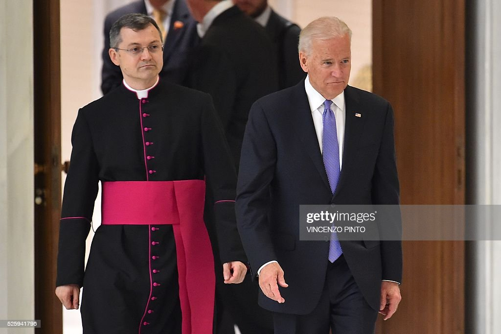 US Vice President Joe Biden (R) arrives to deliver a speech before an audience of Pope Francis to the participants of the International Conference on the Progress of Regenerative Medicine and Its Cultural Impact, on April 29, 2016 at the Paul VI audience hall in Vatican. / AFP / VINCENZO