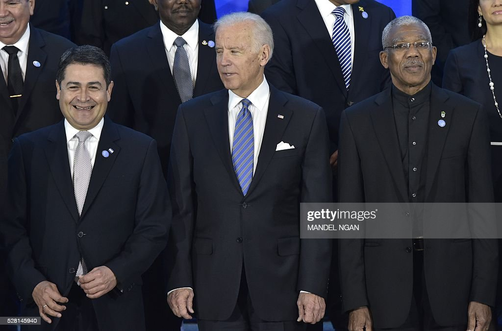 US Vice President Joe Biden (C) poses with Honduras President Juan Orlando Hern��ndez (L) and Guyana's President David Granger (R) during the group photo at the US, Caribbean, Central American Energy Summit in the Dean Acheson Auditorium of the State Department in Washington, DC on May 4, 2016. / AFP / MANDEL