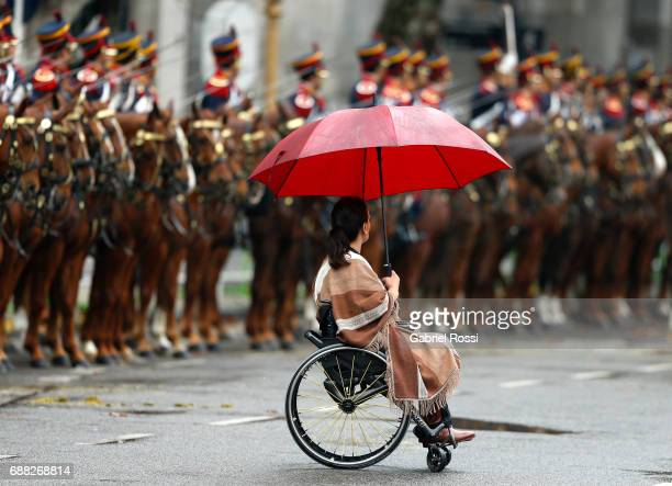 Vice President of Argentina Gabriela Michetti holds an umbrella prior the Tedeum Mass in honour to the 207th anniversary of the Revolucion de Mayo at...