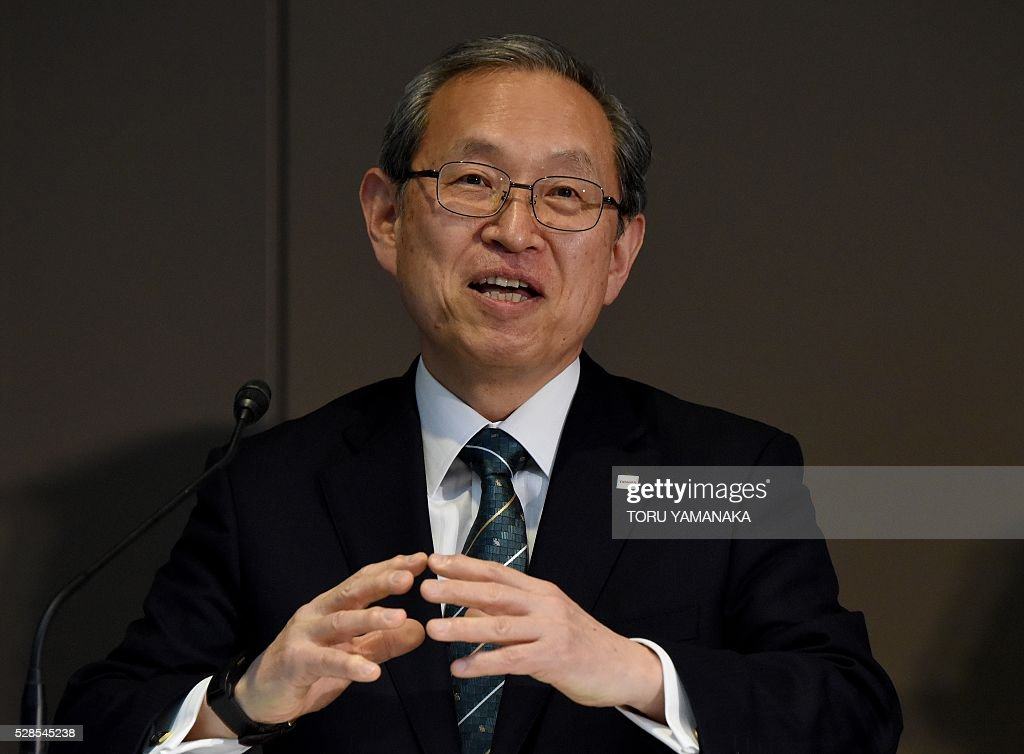 Vice President of Japan's Toshiba Corporation Satoshi Tsunakawa gestures as he answers questions during a press conference at the headquarters in Tokyo on May 6, 2016. Tsunakawa will assume new Toshiba president and Shiga will be chairman after the shareholders meeting in June. / AFP / TORU