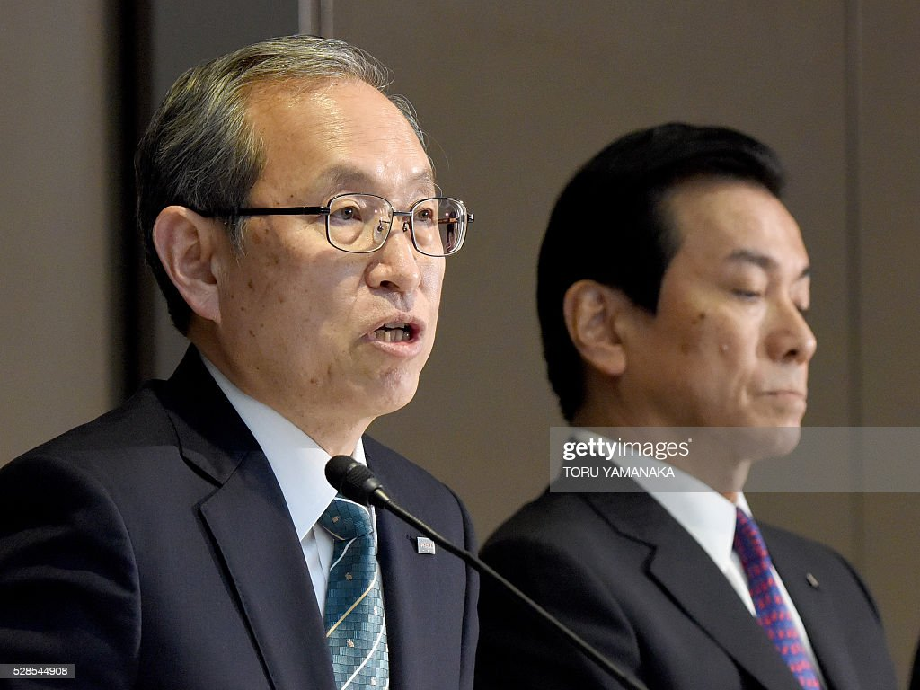 Vice President of Japan's Toshiba Corporation Satoshi Tsunakawa (L) answers questions beside Vice President Shigenori Shiga (R) during a press conference at the headquarters in Tokyo on May 6, 2016. Tsunakawa will assume new Toshiba president and Shiga will be chairman after the shareholders meeting in June. / AFP / TORU