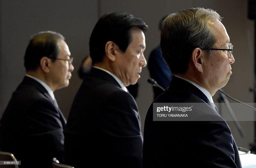 Vice President of Japan's Toshiba Corporation Satoshi Tsunakawa (R) answers questions beside Vice President Shigenori Shiga (C) and President Masashi Muromachi (L) during a press conference at the headquarters in Tokyo on May 6, 2016. Tsunakawa will assume new Toshiba president and Shiga will be chairman after the shareholders meeting in June. / AFP / TORU