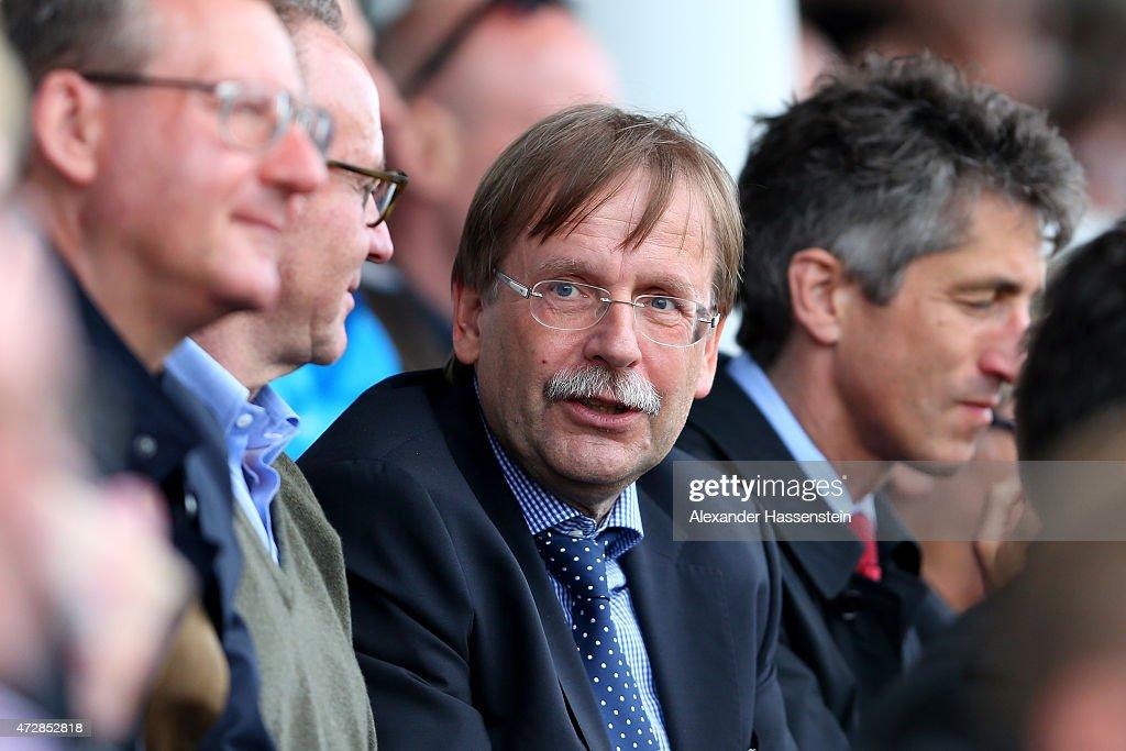 Bayern muenchen v sgs essen allianz frauen bundesliga for Koch fc bayern