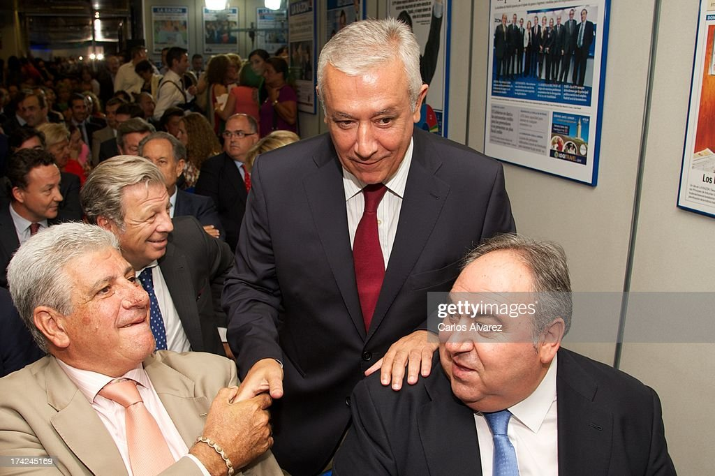 PP vice secretary Javier Arenas (C) attends the 'La Razon' newspaper meeting on July 22, 2013 in Madrid, Spain. Maria Dolores de Cospedal has said that the prime minister will go to parliament to talk about corruption cases involving the government.