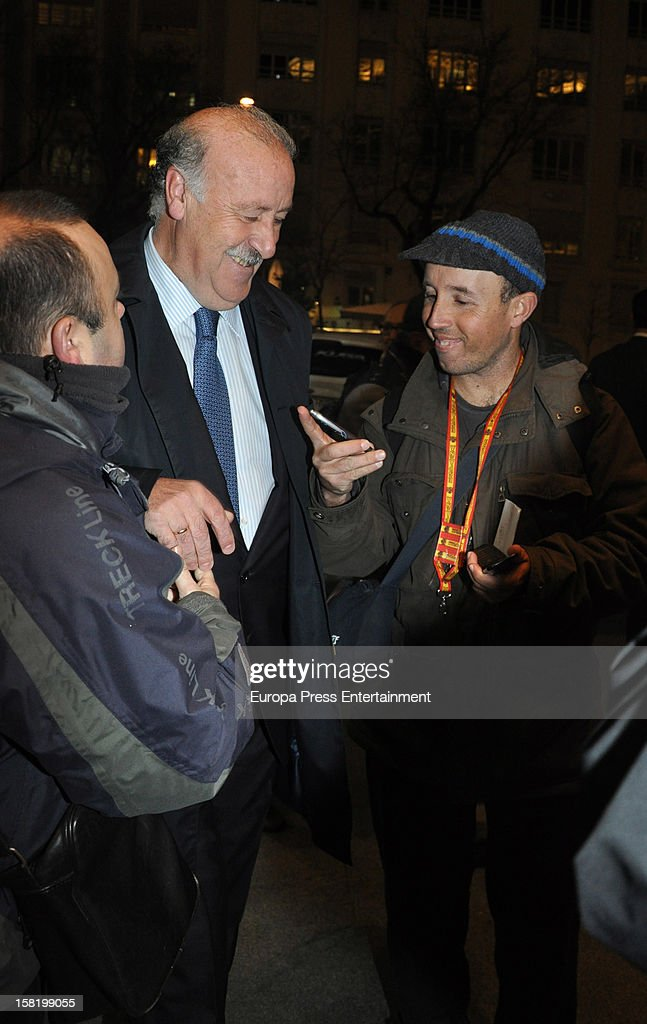 <a gi-track='captionPersonalityLinkClicked' href=/galleries/search?phrase=Vicente+del+Bosque&family=editorial&specificpeople=2400668 ng-click='$event.stopPropagation()'>Vicente del Bosque</a> (C) arrives at 'As Del Deporte' Awards 2012 on December 10, 2012 in Madrid, Spain.