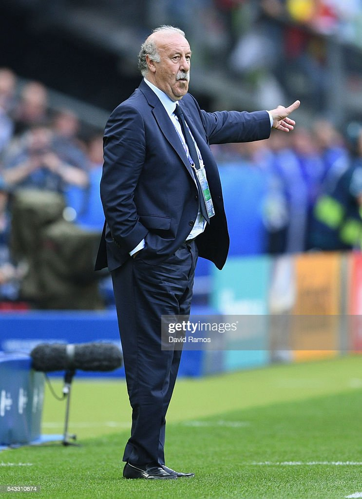 <a gi-track='captionPersonalityLinkClicked' href=/galleries/search?phrase=Vicente+del+Bosque&family=editorial&specificpeople=2400668 ng-click='$event.stopPropagation()'>Vicente del Bosque</a> head coach of Spain gestures during the UEFA EURO 2016 round of 16 match between Italy and Spain at Stade de France on June 27, 2016 in Paris, France.