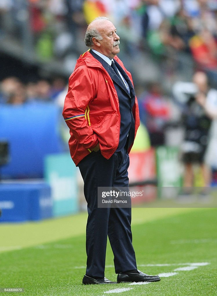 <a gi-track='captionPersonalityLinkClicked' href=/galleries/search?phrase=Vicente+del+Bosque&family=editorial&specificpeople=2400668 ng-click='$event.stopPropagation()'>Vicente del Bosque</a> head coach of Spain looks on during the UEFA EURO 2016 round of 16 match between Italy and Spain at Stade de France on June 27, 2016 in Paris, France.