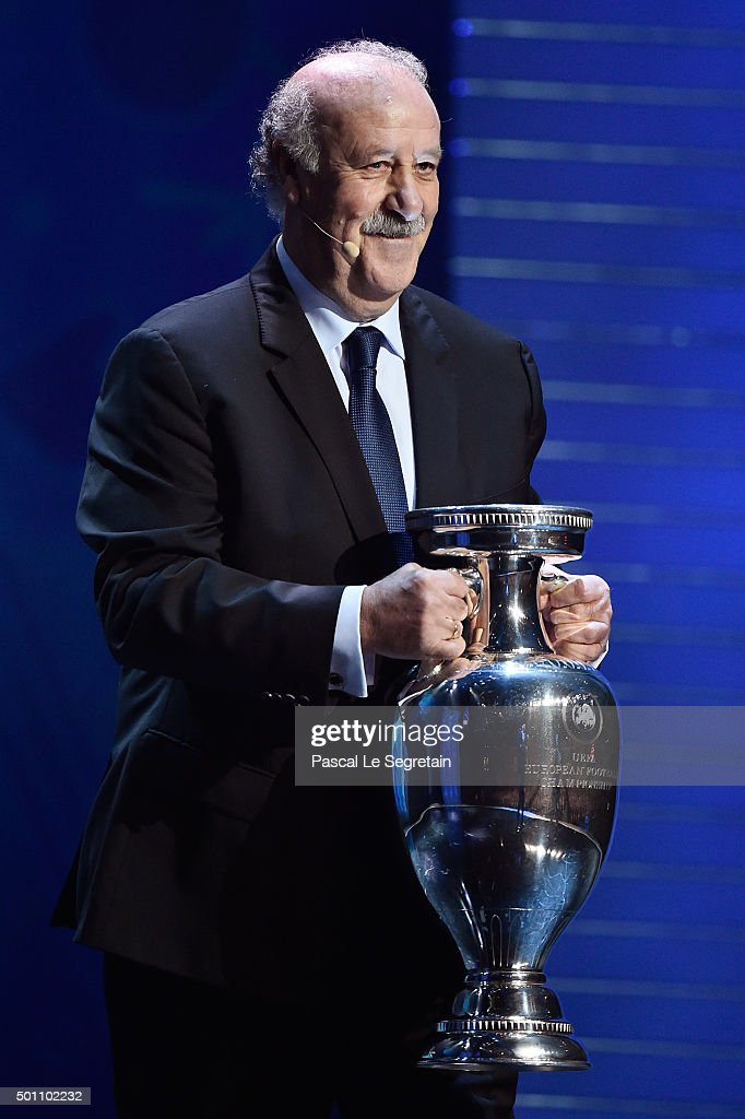 <a gi-track='captionPersonalityLinkClicked' href=/galleries/search?phrase=Vicente+del+Bosque&family=editorial&specificpeople=2400668 ng-click='$event.stopPropagation()'>Vicente del Bosque</a>, Manager of Defending Champion Spain shows the European Championship Trophy during the UEFA Euro 2016 Final Draw Ceremony at Palais des Congres on December 12, 2015 in Paris, France.