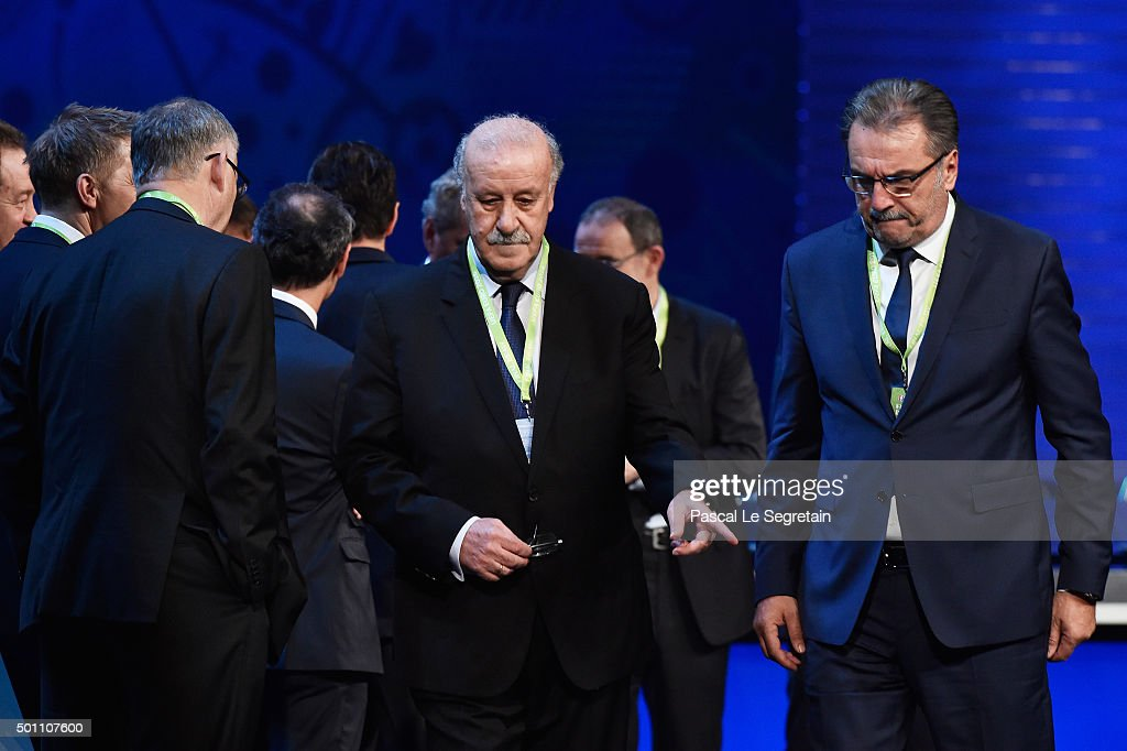 <a gi-track='captionPersonalityLinkClicked' href=/galleries/search?phrase=Vicente+del+Bosque&family=editorial&specificpeople=2400668 ng-click='$event.stopPropagation()'>Vicente del Bosque</a> (C) Manager of Spain and Ante Cacic (R) Manager of Croatia are seen during the UEFA Euro 2016 Final Draw Ceremony at Palais des Congres on December 12, 2015 in Paris, France.