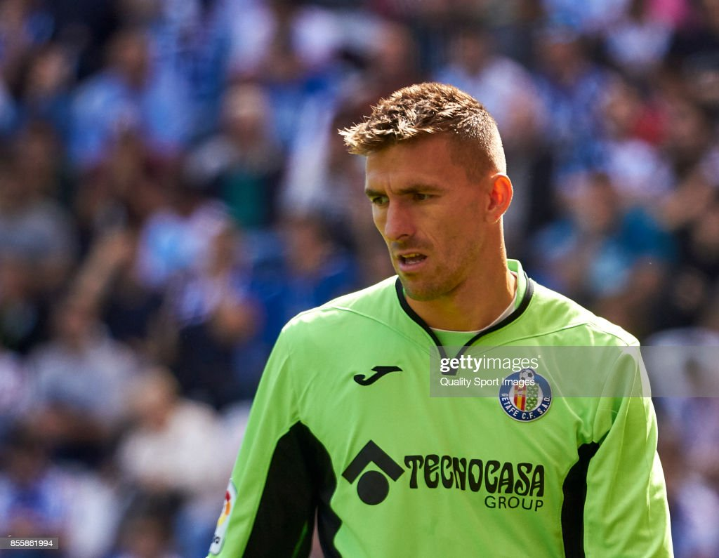 Vicente Guaita of Getafe CF looks on during the La Liga match between Deportivo La Coruna and Getafe at Abanca Riazor Stadium on September 30, 2017 in La Coruna, Spain.