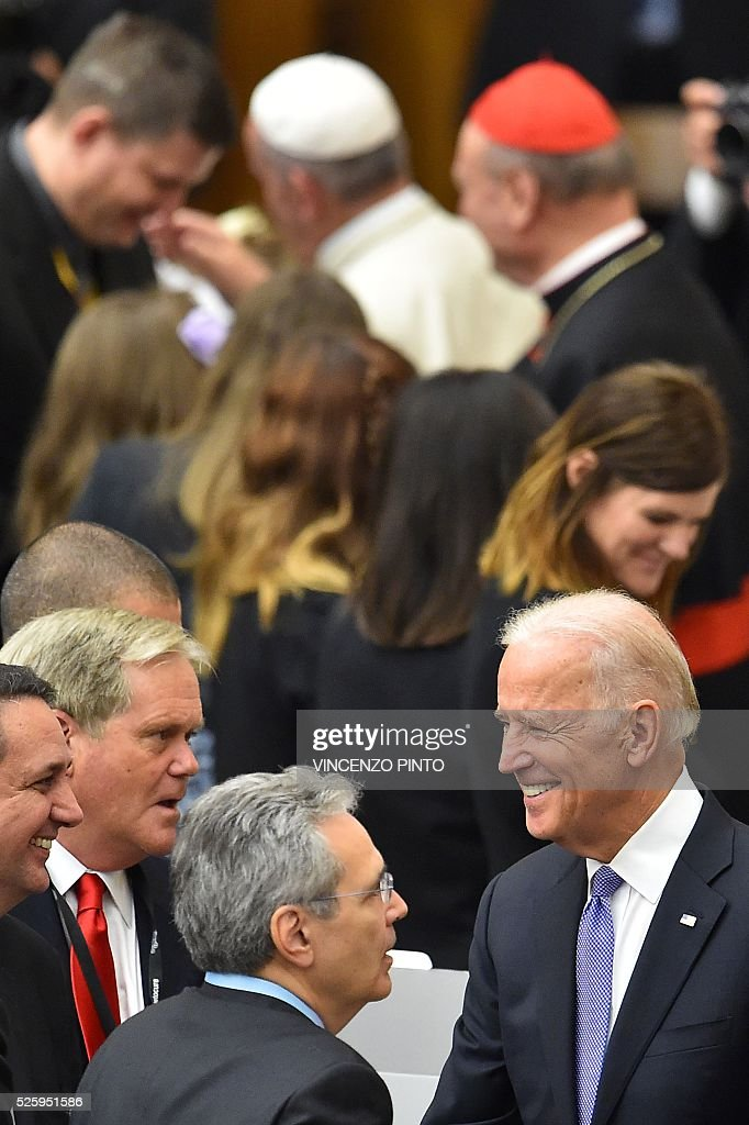 US Vice-President Joe Biden (bottom R) is pictured at the end of an audience of Pope Francis (top) to the participants of the International Conference on the Progress of Regenerative Medicine and Its Cultural Impact, on April 29, 2016 at the Paul VI audience hall in Vatican. US Vice-President Joe Biden, delivered a speech as part of the conference before the arrival of Pope Francis. / AFP / VINCENZO