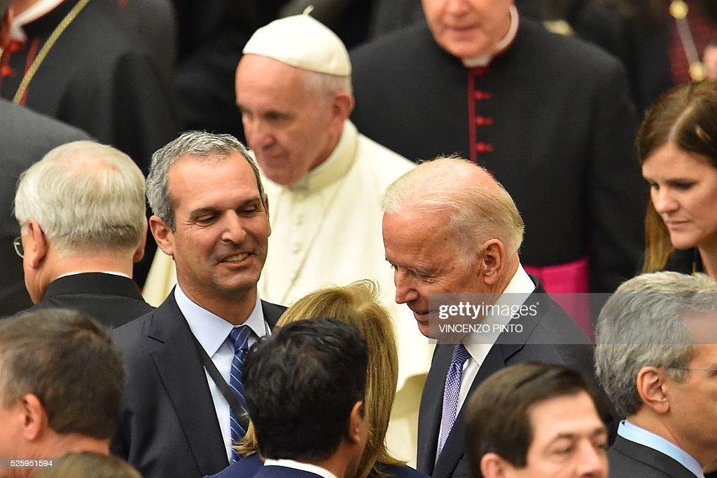 US Vice-President Joe Biden (R) is pictured at the end of an audience of Pope Francis (top) to the participants of the International Conference on the Progress of Regenerative Medicine and Its Cultural Impact, on April 29, 2016 at the Paul VI audience hall in Vatican. US Vice-President Joe Biden, delivered a speech as part of the conference before the arrival of Pope Francis. / AFP / VINCENZO