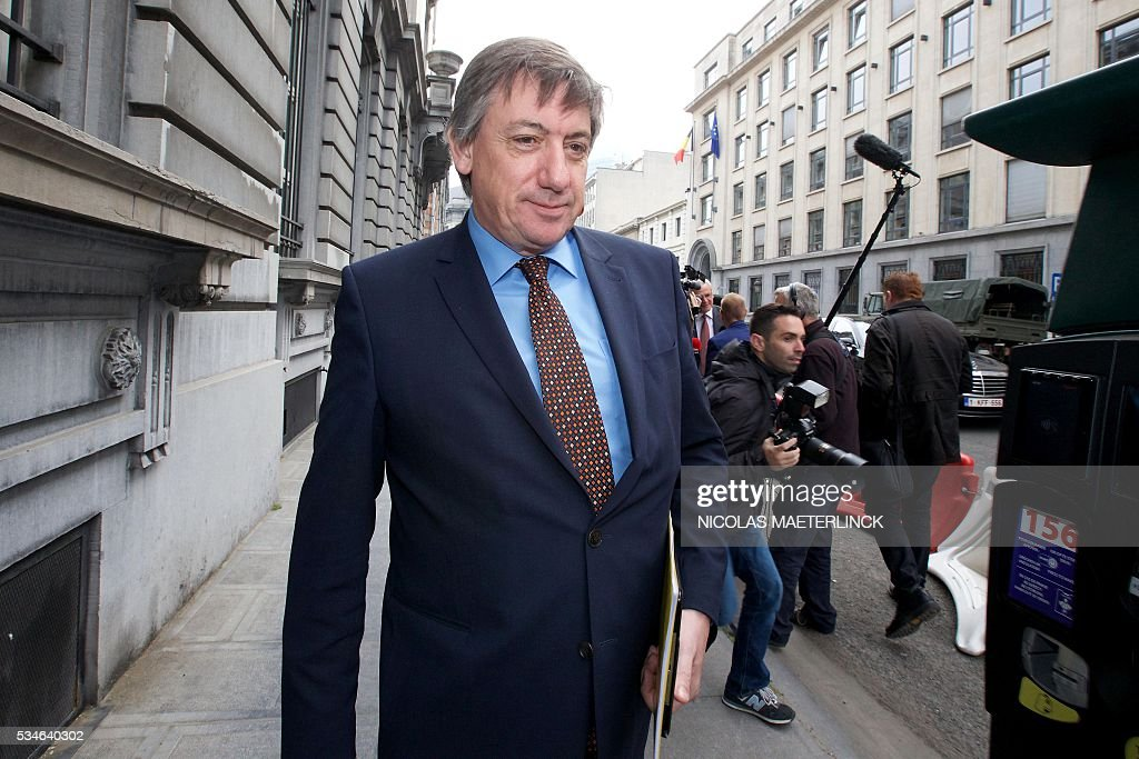 Vice-Prime Minister and Interior Minister Jan Jambon arrives for a Minister's council meeting of the federal government in Brussels on May 27, 2016. / AFP / BELGA / Nicolas MAETERLINCK / Belgium OUT