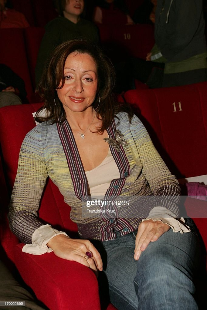 Vicky Leandros At The Premiere Of Children Cinema movie 'Felix A hare on world tour' The Maxx cinema in Munich