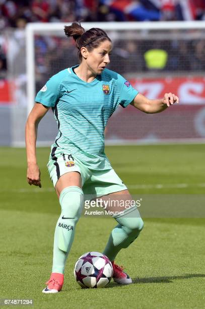 Vicky Losada of Barcelona runs with ball during the Women's Champions League match between Paris Saint Germain and Barcelona at Parc des Princes on...