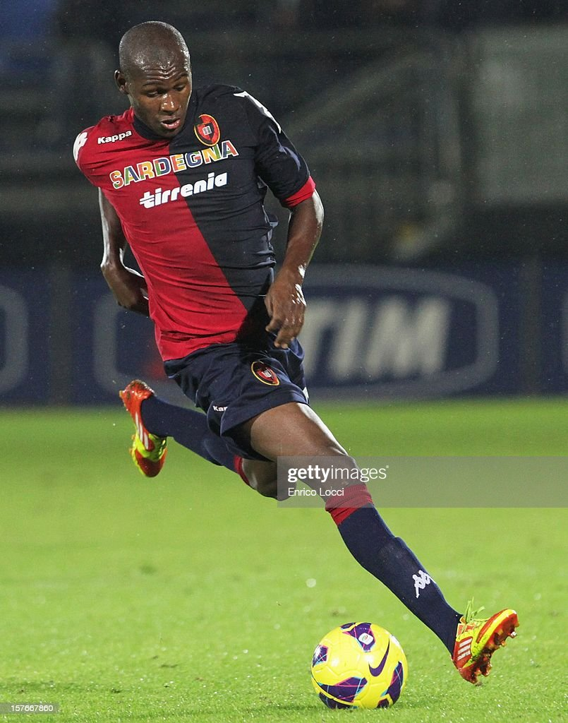 Vicotr Ibarbo of Cagliari runs with the ball during the TIM Cup match between Cagliari Calcio and Pescara at Stadio Is Arenas on December 5, 2012 in Cagliari, Italy.