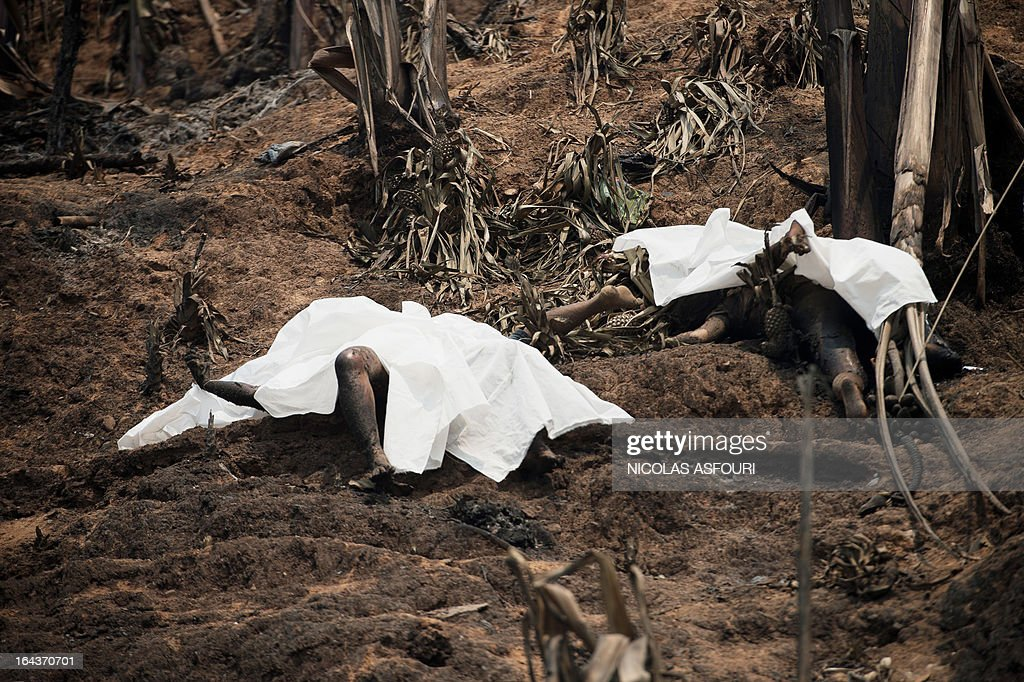 Victims of a fire lay on the ground covered with white sheets at the Mae Surin camp in Mae Hong Son province, on March 23, 2013. The toll from a blaze that swept through a camp in northern Thailand has risen to 45, authorities said, after hundreds of shelters for refugees from Myanmar were reduced to ashes. Over 100 people were injured in the fire, which destroyed about 400 homes at the Mae Surin camp in Mae Hong Son province, Thailand's Interior Ministry said as it updated the death toll. AFP PHOTO/ Nicolas ASFOURI