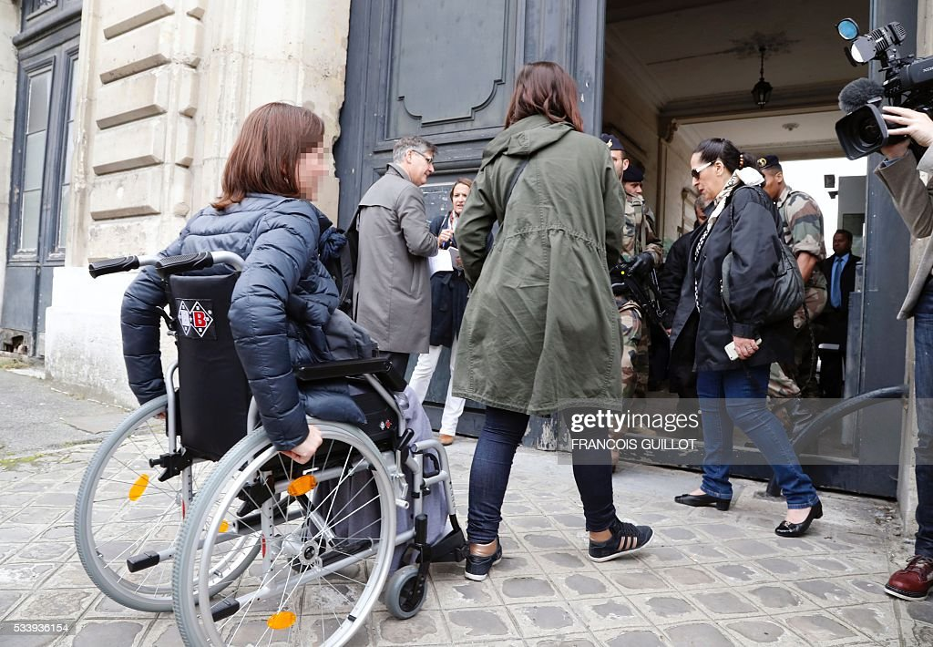 Victims of November 13th Paris' attacks and their famillies arrive for a meeting with the investigating judge in charge of the inquiry into the attacks on May 24, 2016 at the Ecole militaire in Paris. / AFP / FRANCOIS