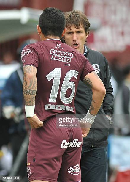 Victor Ayala Nuñez of Lanus celebrates his goal with Guillermo Barros Schelotto coach of Lalus during a match between Lanus and Estudiantes as part...