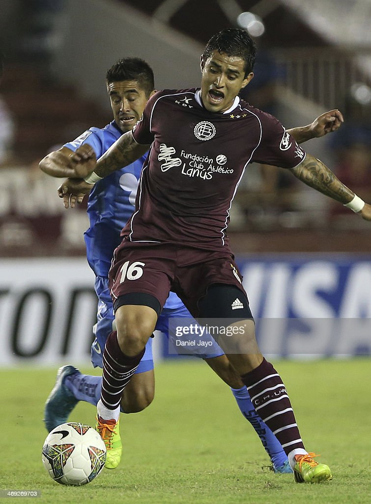Victor Ayala of Lanus fights for the ball with Braulio Leal of O'Higgins (L) during a match between Lanus and O'Higgins as part of Copa Bridgestone Libertadores at Ciudad de Lanus Stadium on February 13, 2014 in Lanus, Argentina.