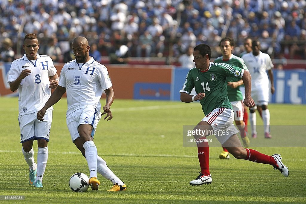 Victor Bernardez of Honduras fights for the ball with Javier Hernandez of Mexico reacts during a match between Mexico and Honduras as part of the Concacaf Qualifiers at Olimpico de San Pedro Sula stadium on March 22, 2013 in San Pedro Sula, Honduras.