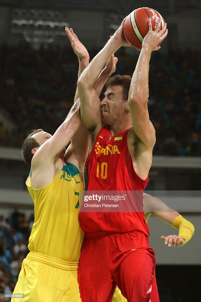 Victor Claver #10 of Spain drives the basket against Joe Ingles #7 of Australia during the Men's Basketball Bronze medal game between Australia and Spain on Day 16 of the Rio 2016 Olympic Games at Carioca Arena 1 on August 21, 2016 in Rio de Janeiro, Brazil.