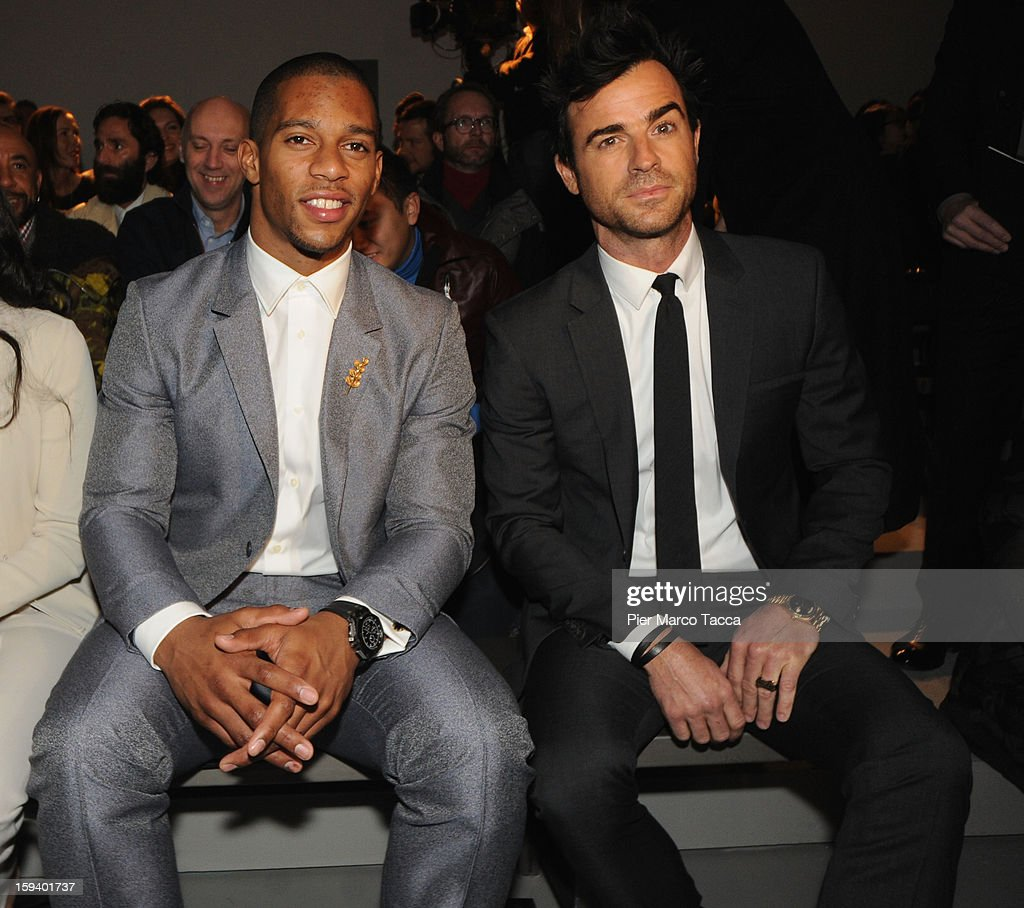 Victor Cruz and <a gi-track='captionPersonalityLinkClicked' href=/galleries/search?phrase=Justin+Theroux&family=editorial&specificpeople=240634 ng-click='$event.stopPropagation()'>Justin Theroux</a> attend the Calvin Klein Collection show as part of Milan Fashion Week Menswear Autumn/Winter 2013 on January 13, 2013 in Milan, Italy.