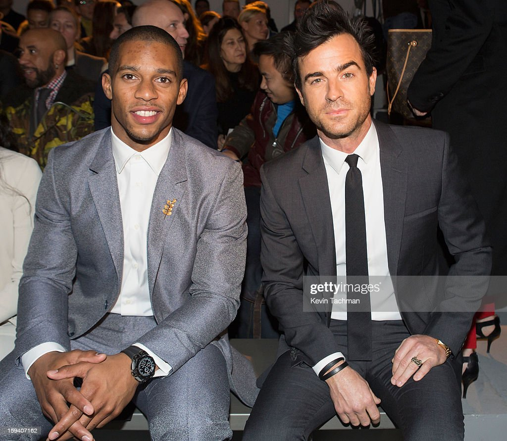 Victor Cruz (L) and <a gi-track='captionPersonalityLinkClicked' href=/galleries/search?phrase=Justin+Theroux&family=editorial&specificpeople=240634 ng-click='$event.stopPropagation()'>Justin Theroux</a> attend the Calvin Klein Collection show as part of Milan Fashion Week Menswear Autumn/Winter 2013 on January 13, 2013 in Milan, Italy.