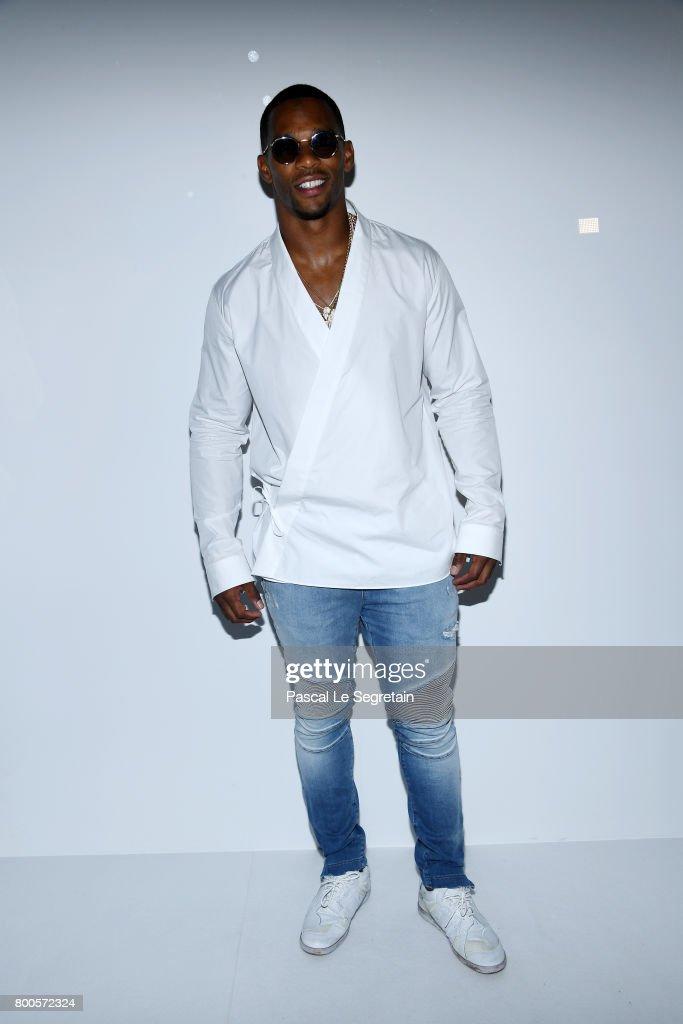 Victor Cruz attends the Balmain Menswear Spring/Summer 2018 show as part of Paris Fashion Week on June 24, 2017 in Paris, France.