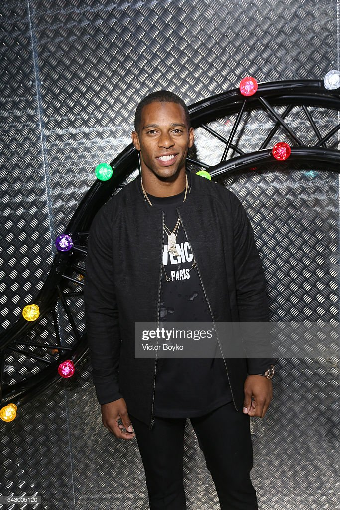 Victor Cruz attends the Dior Homme Menswear Spring/Summer 2017 show as part of Paris Fashion Week on June 25, 2016 in Paris, France.