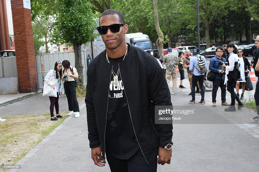Victor Cruz is seen arriving at Dior Show during Paris Fashion Week - Menswear Spring/Summer 2017 on June 25, 2016 in Paris, France.