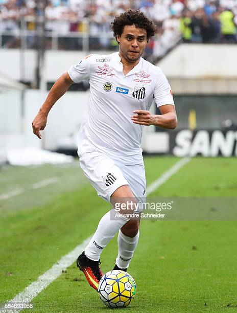Victor Ferraz of Santos in action during the match between Santos and Cruzeiro for the Brazilian Series A 2016 at Vila Belmiro stadium on July 31...