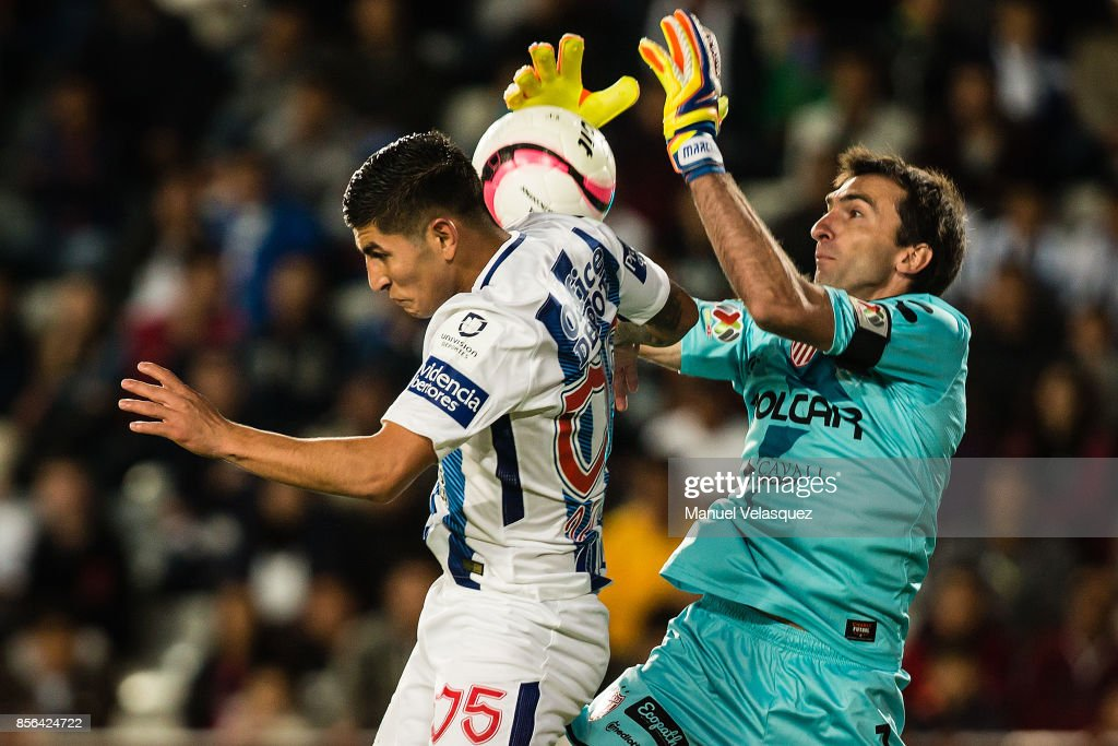 Victor Guzman (L) of Pachuca struggles for the ball with Marcelo Barovero (R) of Necaxa during the 12th round match between Pachuca and Necaxa as part of the Torneo Apertura 2017 Liga MX at Hidalgo Stadium on September 30, 2017 in Pachuca, Mexico.