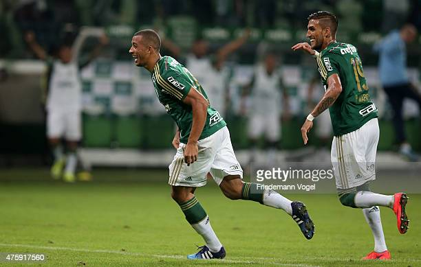 Victor Hugo of Palmeiras celebrates scoring the first goal with his team during the match between Palmeiras and Internacional for the Brazilian...