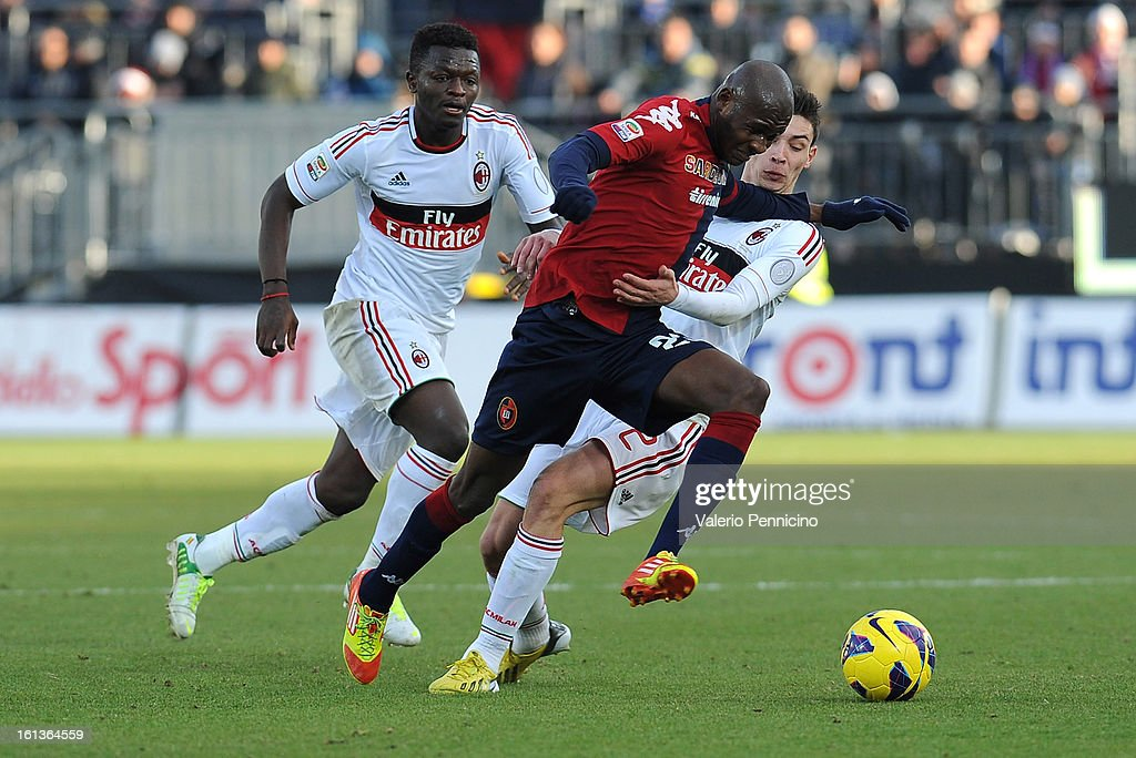Victor Ibarbo of Cagliari Calcio (C) clashes with Mattia De Sciglio of AC Milan (R) during the Serie A match between Cagliari Calcio and AC Milan at Stadio Is Arenas on February 10, 2013 in Cagliari, Italy.