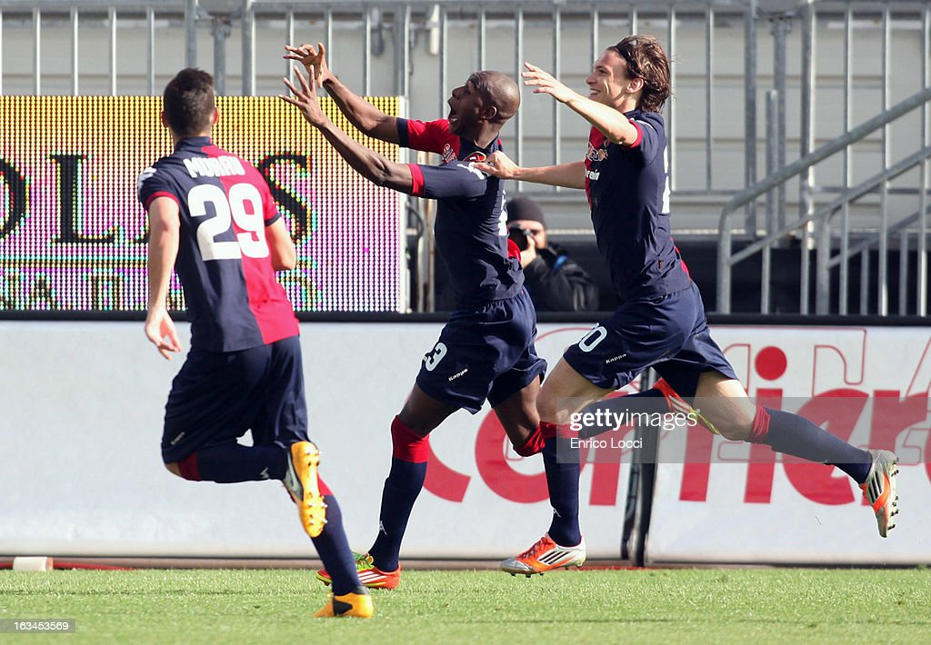 Victor Ibarbo of Cagliari celebrates with team-mates after scoring 2-0 during the Serie A match between Cagliari Calcio and UC Sampdoria at Stadio Sant'Elia on March 10, 2013 in Cagliari, Italy.